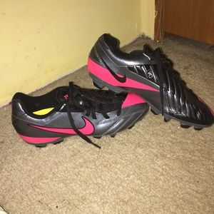 nike junior cleats size 5.5